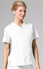 1016 Maevn CORE - 2 Pocket V-Neck Top - White